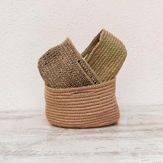 cestas de yute entrelazadas