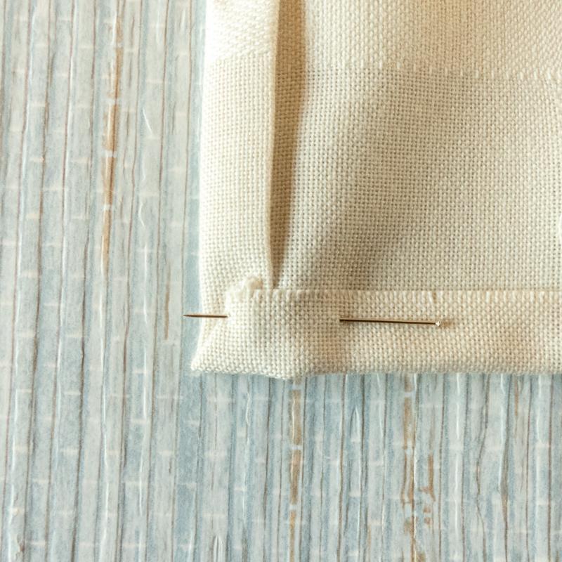 mostrar como hacer el dobladillo a una servilleta de tela