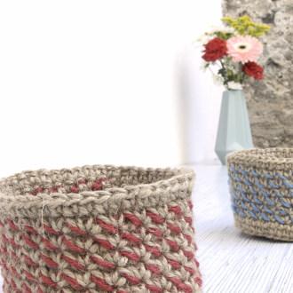 cesta bicolor de yute