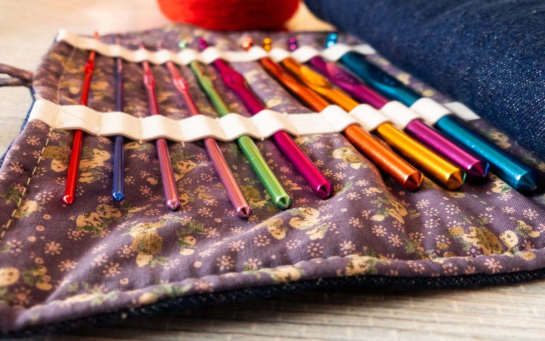 Crea un estuche para tus agujas de ganchillo con material reciclado